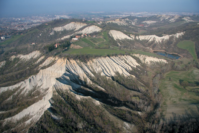 Gentle hills cut by sharp badlands, where Argille Azzurre and Sabbie gialle outcrop (Modena Apennines)