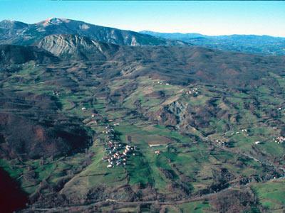 Morsiano village in the foreground - Municipality of Villa Minozzo (RE). Picture by G.Bertolini
