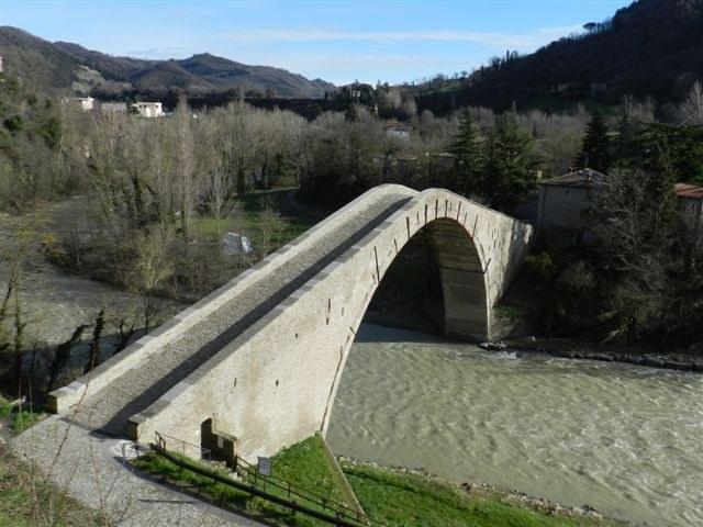 foto: Ponte degli Alidosi (Autore Antonella Lizzani)