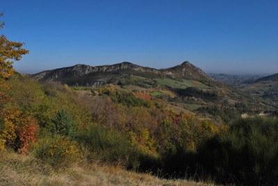 foto: Contrafforte di Monte Mauro e Monte della Volpe da Montalbano (Autore Max Costa)