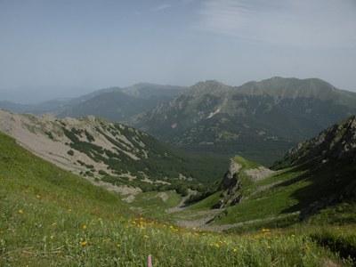 foto: Alle dell'Inferno (sullo sfondo M. Alto e Alpe di Succiso) (Autore: Antonella Lizzani)