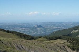 foto: Pietra di Bismantova dal crinale reggiano (Fonte Parco Nazionale Tosco-Emiliano)