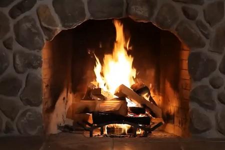 Stagiona la tua legna correttamente per ridurre le emissioni. Segui i consigli del tecnico