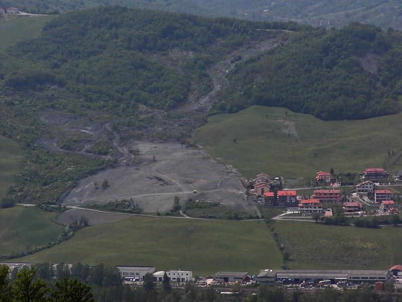 Vergato (BO), loc. Spazzavento. Foto del versante in frana