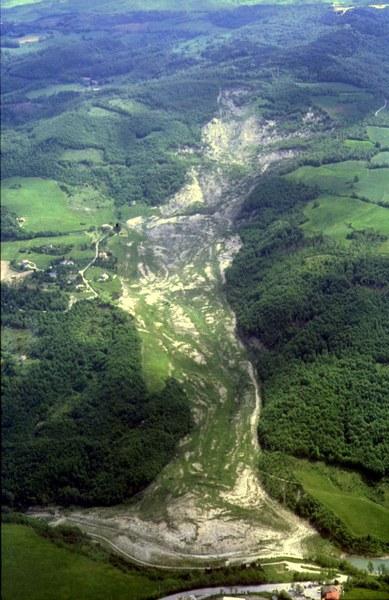 San Benedetto val di Sambro (BO). Frana di Ca' di Sotto. La grande frana del giugno 1994 (scivolamento rotazionale, evoluto in colata)
