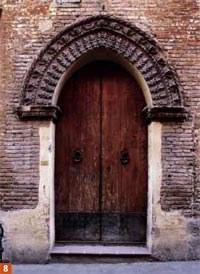Casa Melloni, anticamente dei Bolognini: portale