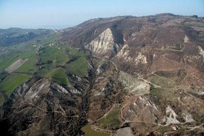 Paesaggio dei monti tra frane e calanchi