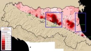 Fig.1 Distribuzione della subsidenza nella pianura emiliano romagnola nel periodo 1973/93-1999 e delimitazione di due aree critiche oggetto di studi specifici. Dati ARPA Ingegneria Ambientale, Bologna.