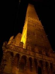 asinelli torre notte