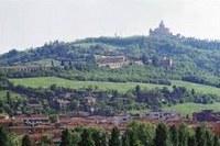 vista del colle della Guardia Colle della Guardia con la Basilica di San Luca