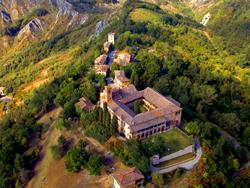 Foto: scorcio panoramico del colle di Monteveglio (autore Gabriele Baldazzi)